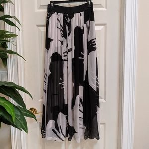 WHBM Maxi Floral Skirt Lined Size 4 Zipper Side